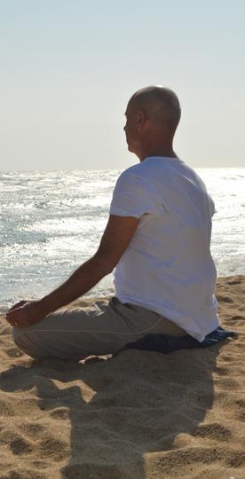 Meditacion en barcelona - hombre meditando