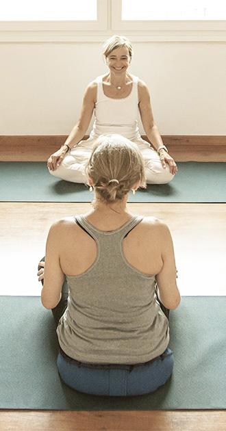 Meditacion en barcelona - Mujer meditando